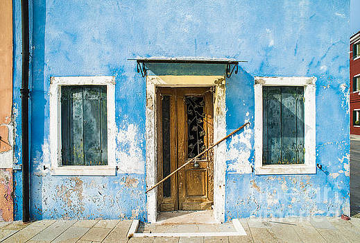 Bright blue color house in Venice by Deyan Georgiev