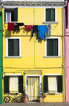 Bright yellow color house in Venice by Deyan Georgiev