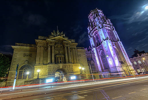 Jacek Wojnarowski - Bristol Museum and Art Gallery beside Wills Memorial Building