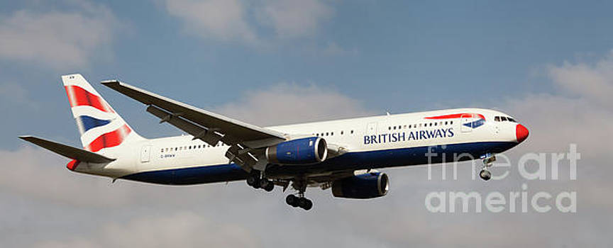 British Airways Boeing 767 landing at London, UK by Colin Cuthbert