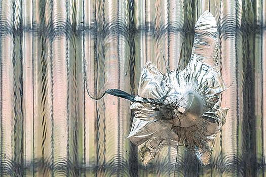 Eduardo Huelin - broken window glass