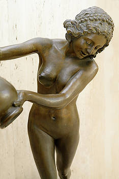 Reimar Gaertner - Bronze statue of a nude woman pouring water at the Columbus Cent