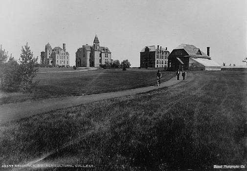 Chicago and North Western Historical Society - Brookings Agricultural College - 1947