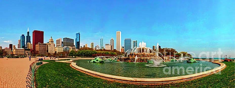 Buckingham Fountain Chicago Grant Park by Tom Jelen
