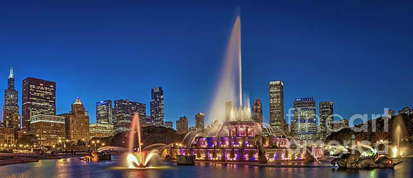 Buckingham Fountain - Chicago, IL by Demi Buckley