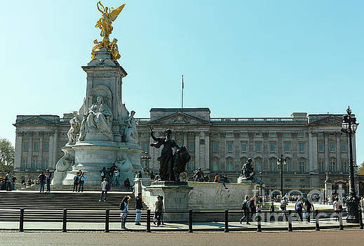 Buckingham Palace by Giuseppe Torre
