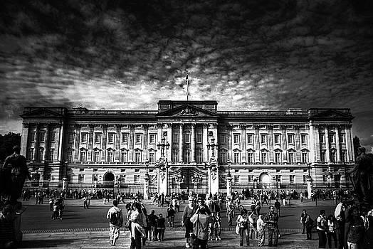 Yhun Suarez - Buckingham Palace
