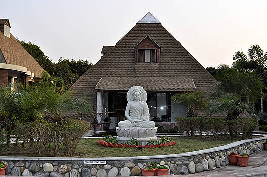 Bliss Of Art - Budhha and the Pyramid House