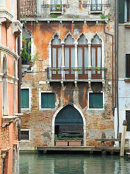 Buildings of Venice by Lisa Boyd