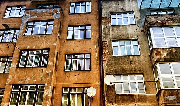 Elenarts - Elena Duvernay photo - Bullet holes in a wall building in Sarajeva, Bosnia and Herzegov