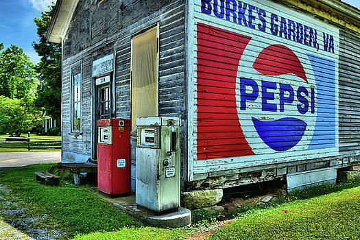 Burke's Garden General Store by Ben Prepelka