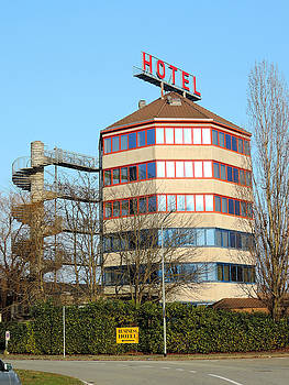 Business hotel by Guido Strambio