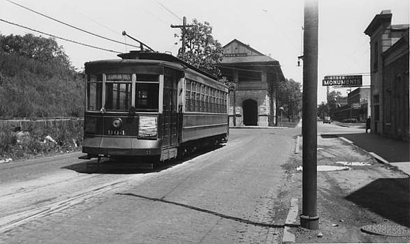 Chicago and North Western Historical Society - Cable Car on Street