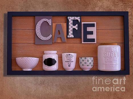 Cafe break by Gillian Singleton