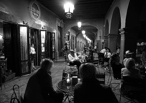 Cafe in Centro by Barry Weiss