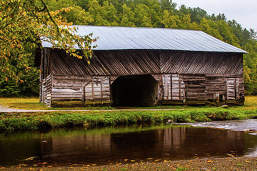 Caldwell Barn by Blue Ridge Mountain Life
