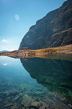 Caltun Lake Refuge by Chris Thodd