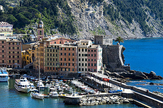 Enrico Pelos - CAMOGLI HARBOUR AND BUILDINGS VIEW