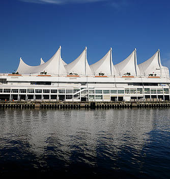 Reimar Gaertner - Canada Place sails in Vancouver reflected in the blue water of B
