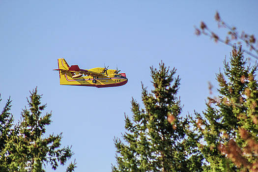 Canadair by Julien Boutin