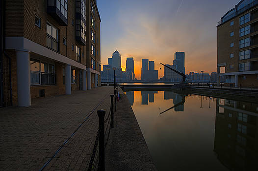 Canary Wharf Sunrise by Donald Davis