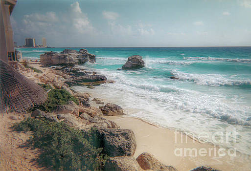 Cancun Mexico by Dale Powell
