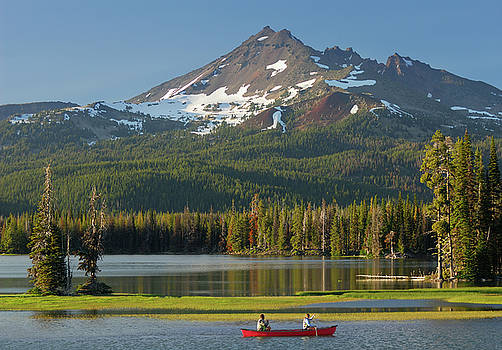 Reimar Gaertner - Canoers on Sparks Lake at Broken Top near Bend Oregon