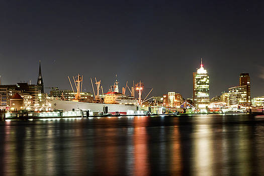 Cap San Diego by Phobeke Photographie Bernd Keller