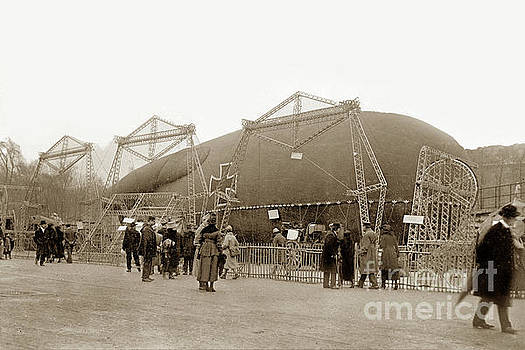 California Views Mr Pat Hathaway Archives -  Captured German Observation Balloon, Paris 1918