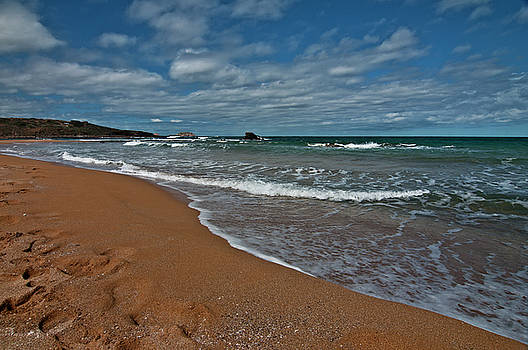 Pedro Cardona Llambias - Caramel sand in a bath of cristaline water under a cloudy sky