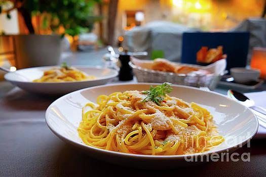 Carbonara Spaghetti by Mats Silvan