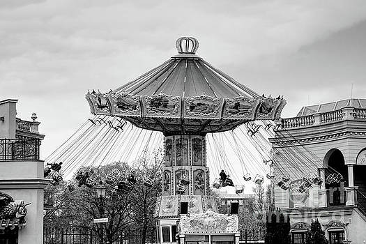 Justyna Jaszke JBJart - Carousel black and white photography
