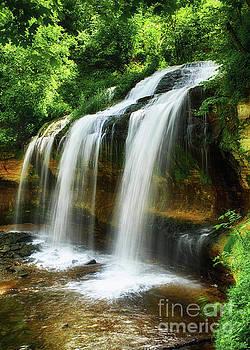Cascade Falls, WI by Bill Frische