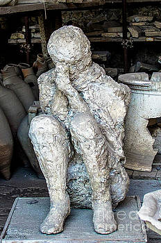 Julian Starks - Cast of a Crouching man Pompeii victim