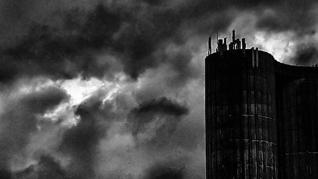 Castle in the clouds by Pedro Fernandez
