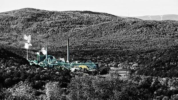 Mike Breau - Catalyst Paper Company-black and white with selective color