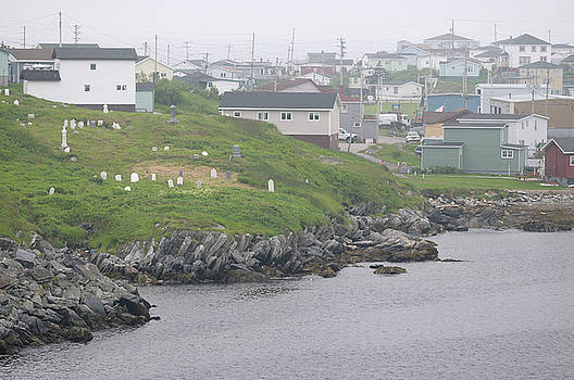 Reimar Gaertner - Cemetery and houses on the waterfront shores of Port aux Basques