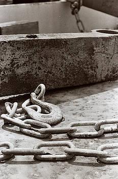 Chain 2 by Linnea Tober