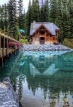 Wayne Moran - Charming Lodge Emerald Lake Yoho National Park British Columbia Canada