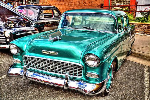 Chevy Cruising 55 by Dale R Carlson