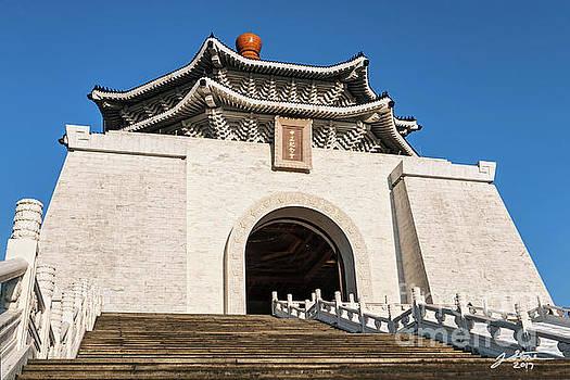Chiang Kai-shek Memorial Hall 2 by Jeffrey Stone