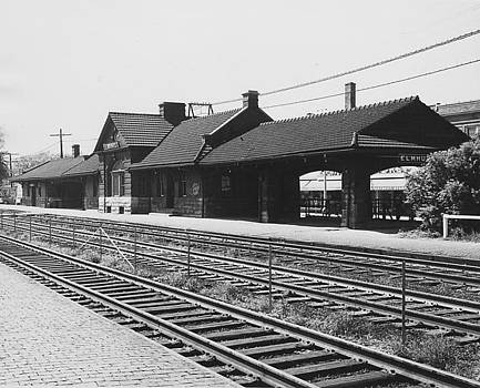 Chicago and North Western Historical Society - Elmhurst Traiin Depot  - 1960