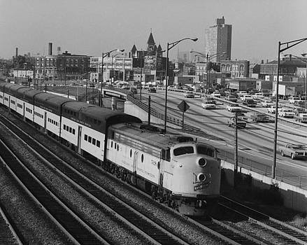 Chicago and North Western Historical Society - Chicago and North Western Train Nears North Avenue Yard