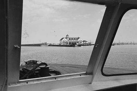 Chicago and North Western Historical Society - Chicago Riverbank From Wendella Cabin - 1962