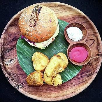Chicken Breast Burger by Arya Swadharma