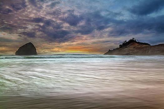 Chief Kiawanda Rock at Cape Kiwanda in Oregon Coast by David Gn