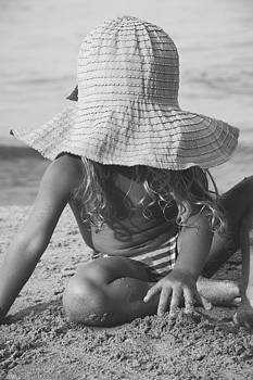 Newnow Photography By Vera Cepic - Child playing on beach