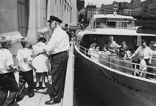 Chicago and North Western Historical Society - Children Line Up for Wendella Sunliner Boat Tour - 1962
