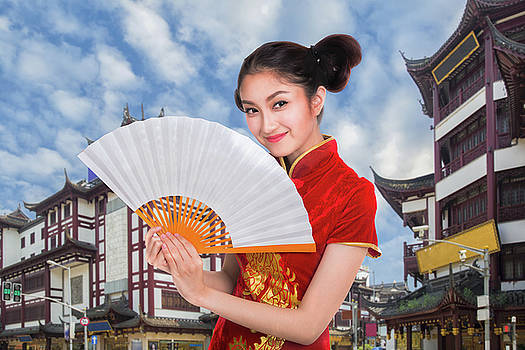 Chiness lady in cheongsam dress with Shanghai vintage building a by Anek Suwannaphoom