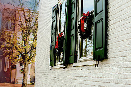 Sandy Moulder - Christmas Wreaths in West Chester